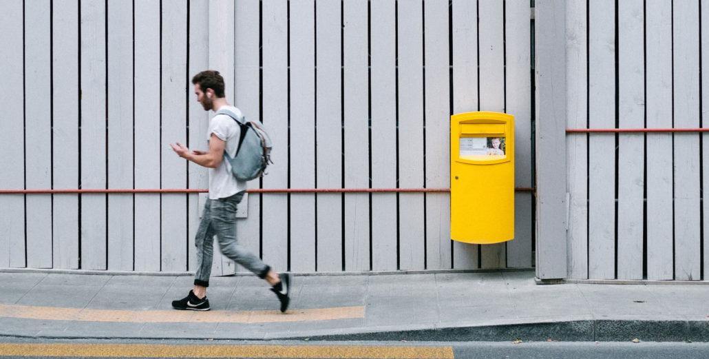 när töms postlådan