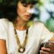 kvinna får oönskat telefonsamtal