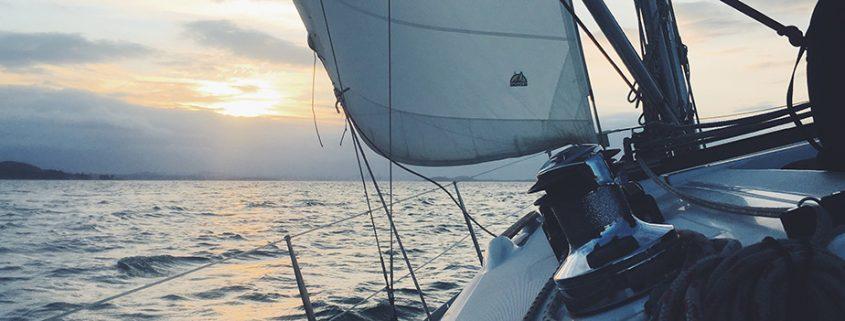Fartyg seglar med hjälp av Eniro på sjön och Hydrographica