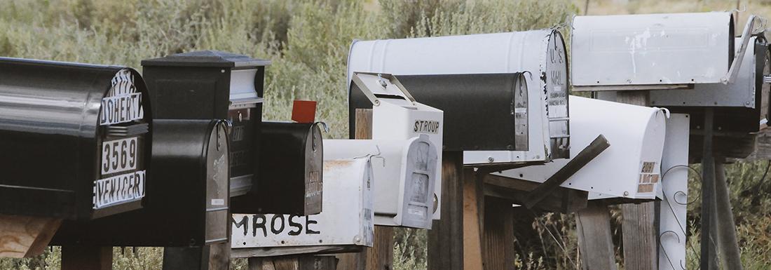 Flera brevlådor på rad