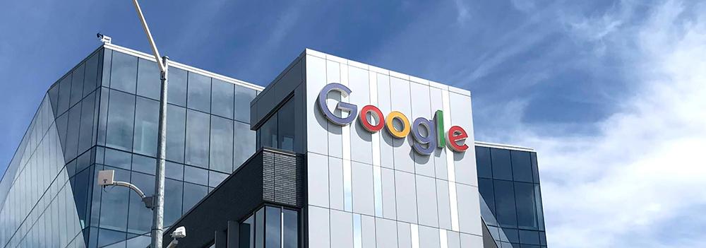 En Google-skylt på en husfasad
